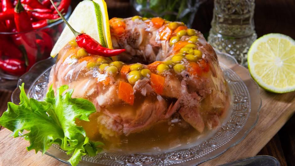 Gemüse und Fleisch in Aspik