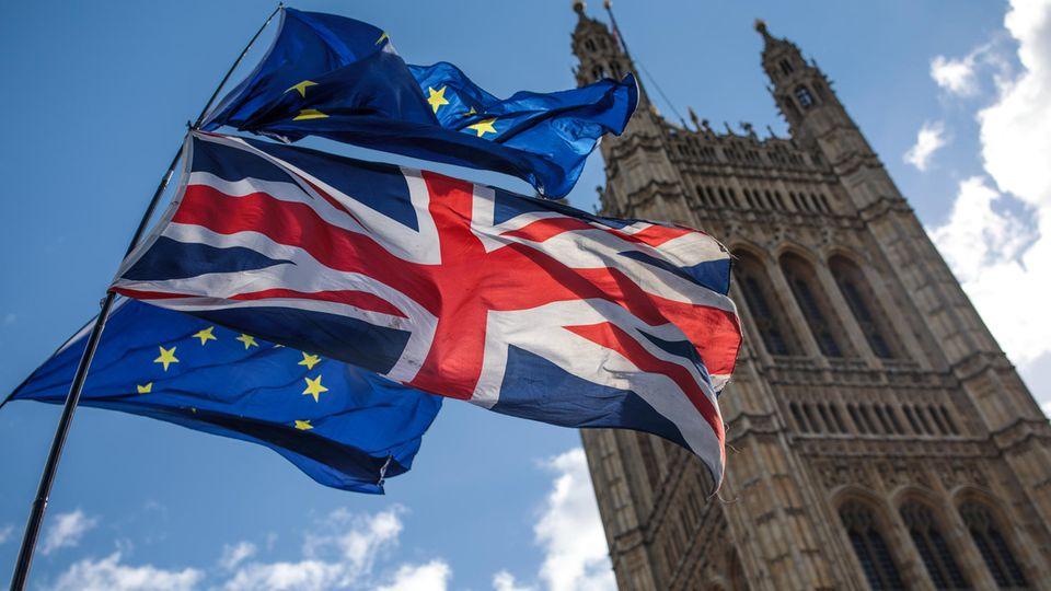 Flaggen vor dem Big Ben