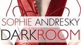"""Dark Room  Autor: Sophie Andresky  Sprecher: Irina von Bentheim  Hinter dem Pseudonym Sophie Andresky steht die wohl erfolgreichstedeutsche Autorin der erotischen Literatur. Die freie in Berlin lebende Autorin arbeitet auch als Kolumnisten für den Playboy.""""Dark Room"""" ist ein Krimi in der BDSM und Swinger-Community, bei dem es explizit zur Sache geht.  Hier geht es zur Hörprobe."""