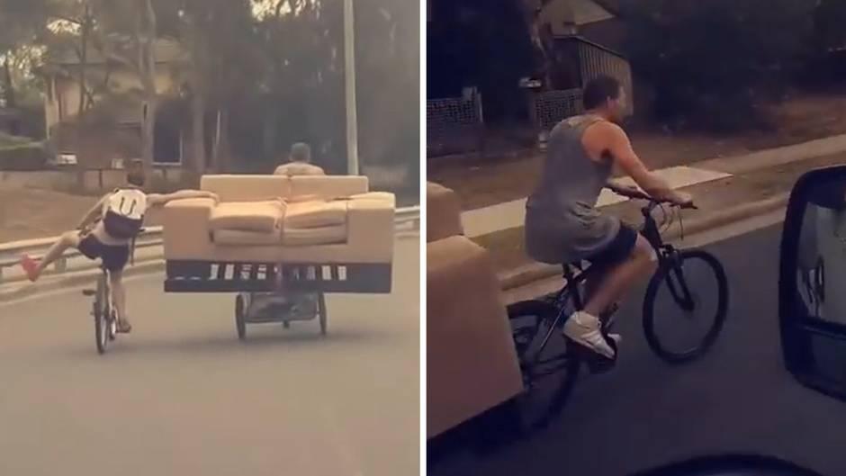 Zwei Australier transportieren ein Sofa durch die Stadt auf Fahrrädern