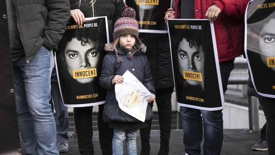 Fans von Michael Jackson demonstrieren in den Niederlanden gegen die umstrittene TV-Dokumentation über ihren Helden