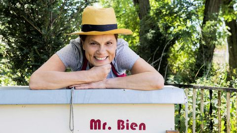 Sarah Wiener und ihr Bienenstock