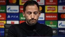 Eines muss man ihm lassen: Schalke-Trainer Domenico Tedesco steht immer noch Rede und Antwort