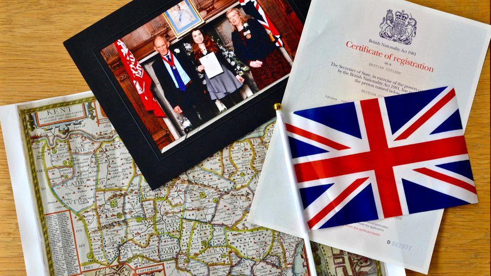 Großbritannien Vereidigung Urkunde und Fahne