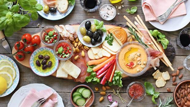 Ein Teller mit Vorspeisen aus Spanien
