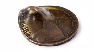 Die Münze, die John Trickett das Leben rettete