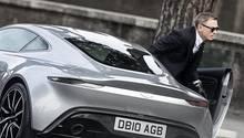 In Spectre war Bond-Darsteller Daniel Craig noch einen Aston Martin mit Benziner gefahren