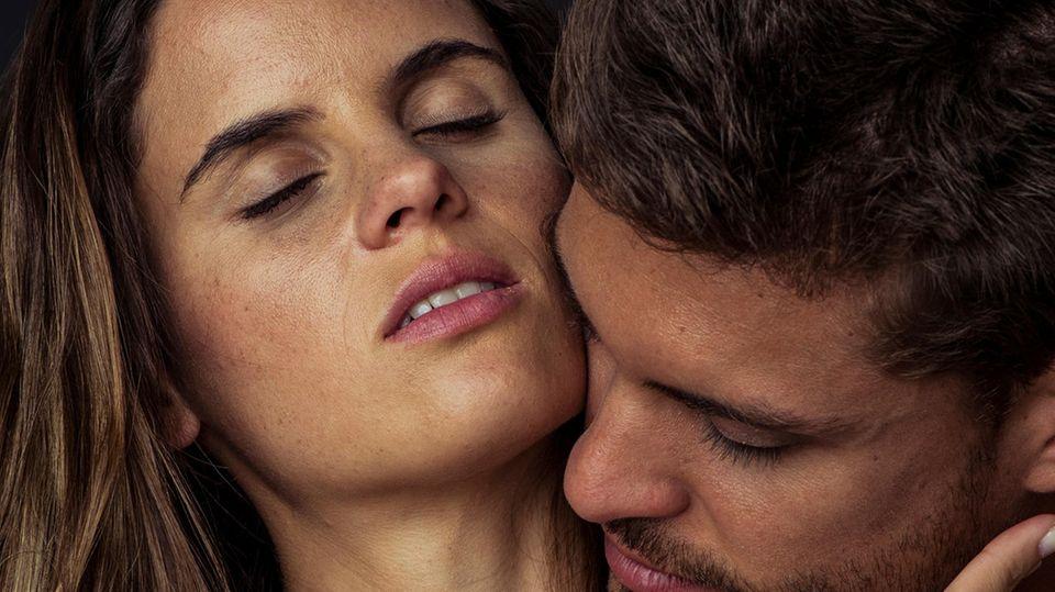 Ehefrau fängt betrügenden Ehemann