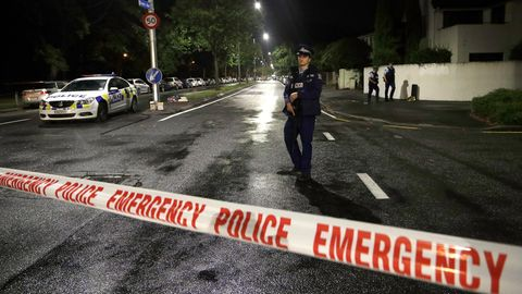 Ein Polizist in der Nähe der Moschee in Christchurch in Neuseeland, wo ein Rechtsextremist zahllose Menschen tötete