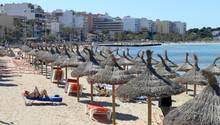 Noch geht es am Strand von Palma de Mallorca in der Vorsaison ruhig zu