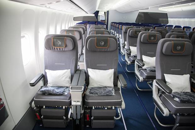 Blick in die Kabine der Premium Economy Class an Bord einer Boeing 747-8 der Lufthansa