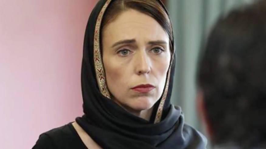 Nach Attentat in Neuseeland: Premierministerin Jacinda Arden trägt  Kopftuch als Zeichen des Mitgefühls