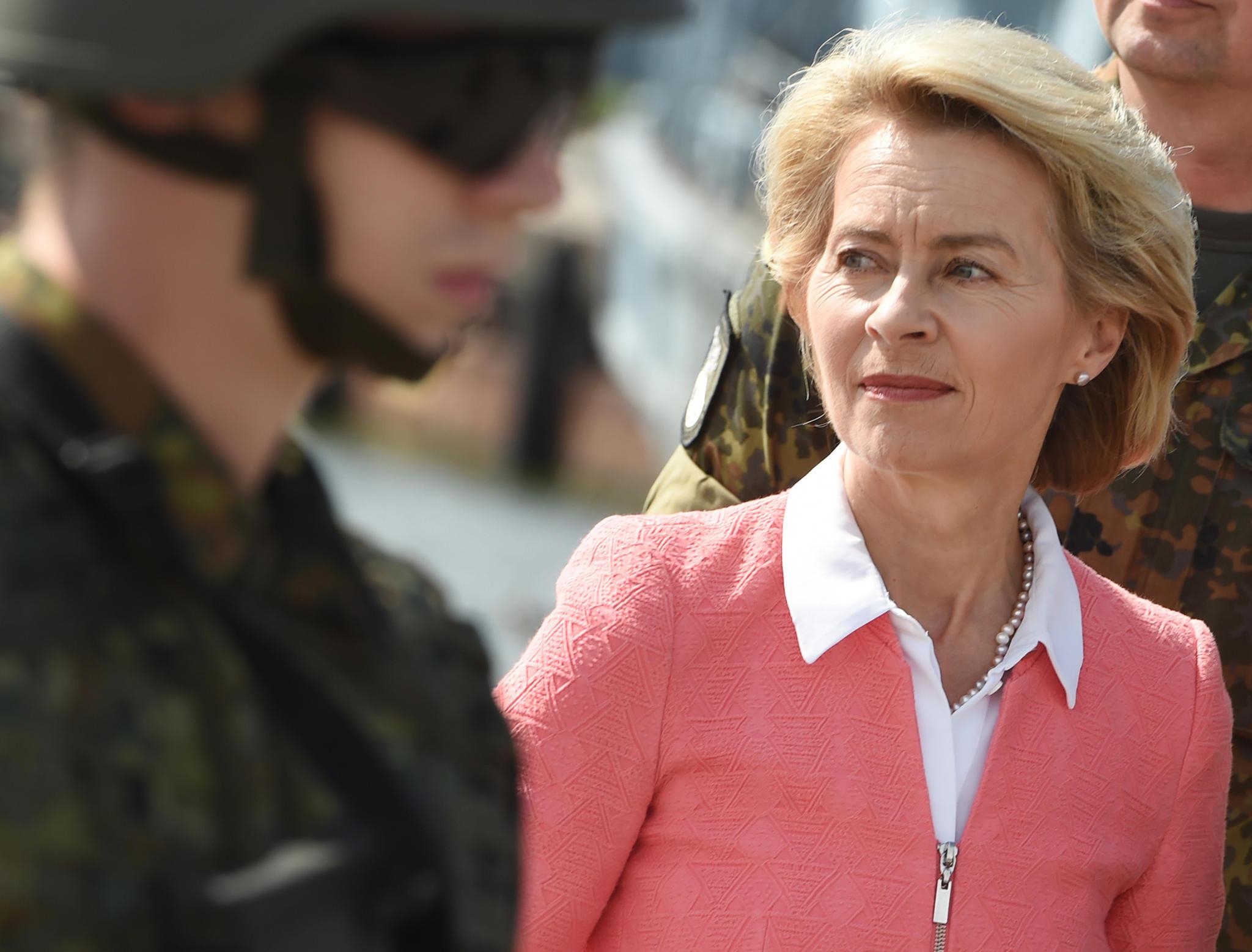 Teure externe Unterstützer: Unternehmensberater helfen Bundeswehramt sogar bei Dienstreisen und Besprechungen