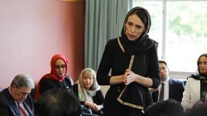 Neuseelands Premierministerin Jacinda Ardern hat nach dem Anschlag in Christchurch schärfere Waffengesetze in Aussicht gestellt