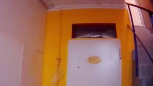 In dieser Zelle im Keller einer Einrichtung sollen Bewohner teils tagelang ohne Tageslicht sitzen