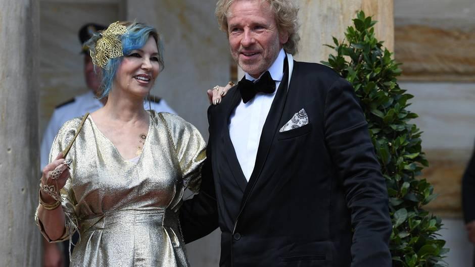 Da wirkten sie noch innig und vertraut: Entertainer Thomas Gottschalk und seine Frau Thea besuchten im Juli 2018 die Bayreuther Festspiele. Beide sind Opernfans.
