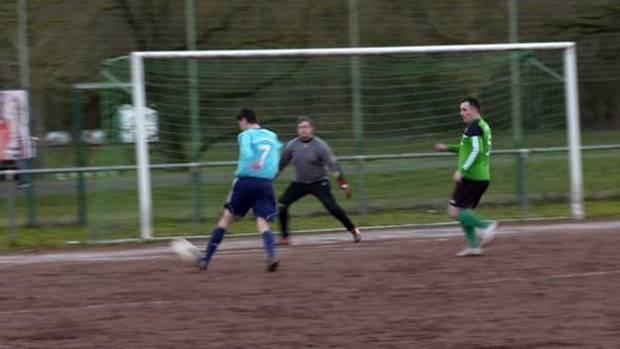 In der Kreisliga wird leidenschaftlich gekickt. stern TV hat ein Spiel der Werdorfer Mannschaft gegen den SG Niederbiel besucht.