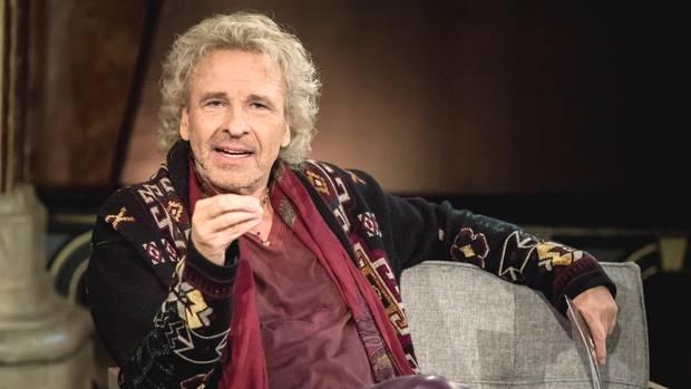 """Moderator Thomas Gottschalk im Studio des Bayerischen Rundfunks bei der Aufzeichnung seiner neuen Sendung """"Gottschalk liest?"""""""