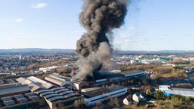 In Homburg brennt eine Chemiefabrik