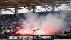 Das Gedenken und das öffentlicheAbfackeln von Pyrotechnik im Stadion während eines Regionalliga-Spiels des Chemnitzer FC am 09.03.2019 hatte den Fan-Skandal ausgelöst.