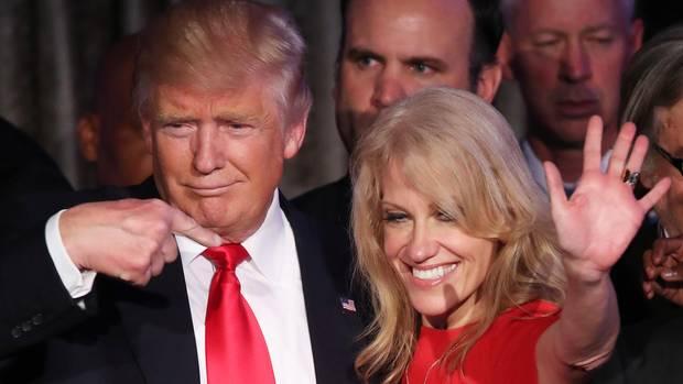 US-Präsident Donald Trump und seine Beraterin Kellyanne Conway
