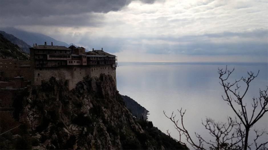 """Männerberg """"Mount Athos"""": Frauen verboten! An diesem Ort sind nicht einmal die Nutztiere weiblich – außer Katzen"""