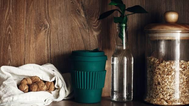 Heutzutage gibt es viele Alternativen zu Küchenutensilien aus Plastik