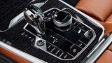 BMW X7 xDrive 50i - der Kristallschaltknüppel bleibt wie schon beim Achter Geschmacksache