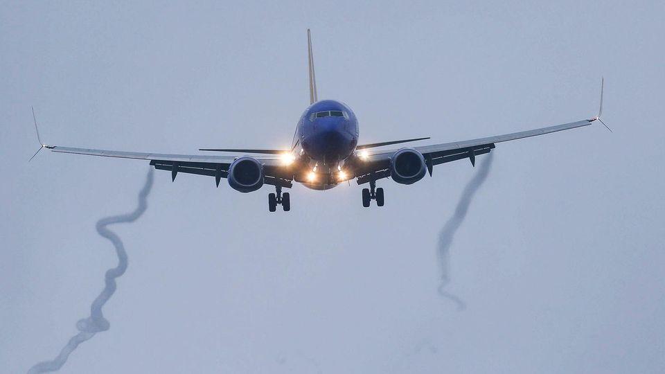 Eine Boeing 737 MAX 8 der Southwest Airlines im Landeanflug auf den Hobby Airport