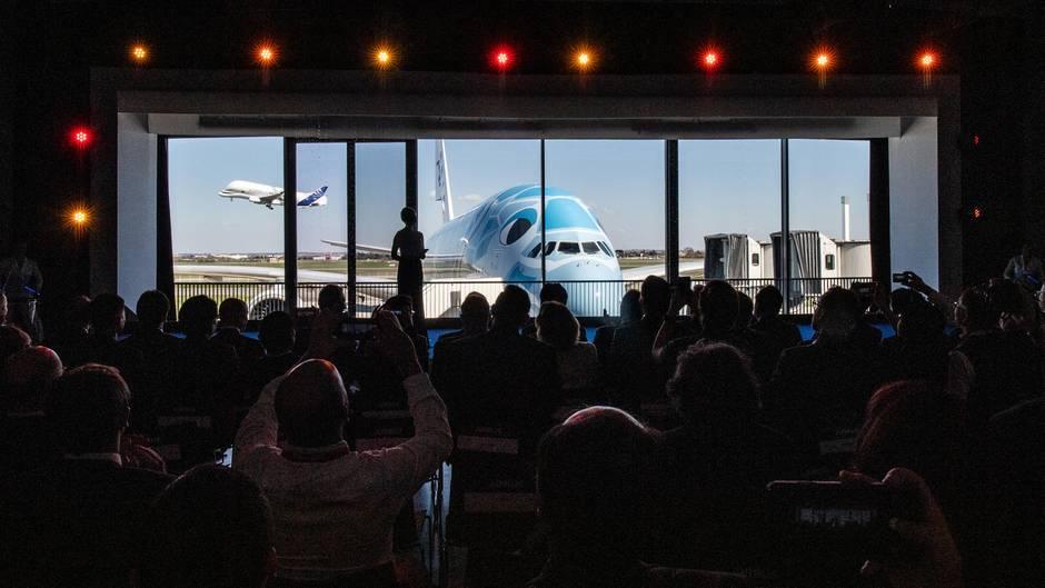 Beginn der Übergabezeremonie des ersten Airbus A380von drei bestellten Exemplaren an All Nippon Airways in Toulouse