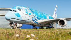 Der erste Airbus A380 der ANA trägt eine von der hawaiianischen Meeresschildkröte (Honu) und dem blauen Himmel inspiriertes Design