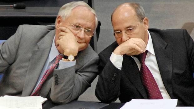 2007: (noch) Seit an Seit mit Oskar Lafontaine. Gysi ist gemeinsam mit dem Saarländer bis 2009 Chef der Linksfraktion.