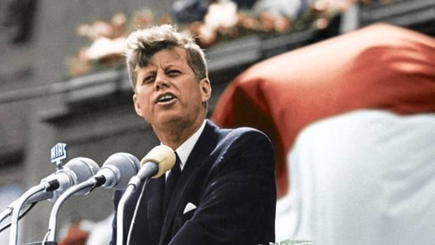 """""""Ich bin ein Berliner"""", sagt US-Präsident Kennedy 1963 vor dem Schöneberger Rathaus. """"Er hat über mein Leben entschieden"""", sagt Gysi."""