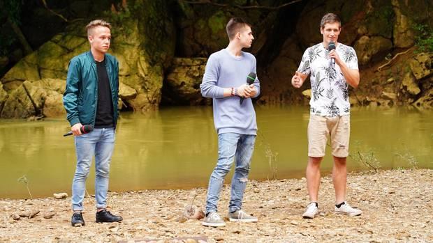 """Jonas (l.), Taylor (M.) und Silvan sangen vor der Jury den Song """"Der Weg"""""""