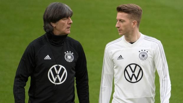 Bundestrainer Joachim Löw und BVB-Star Marco Reus beim letzten Training vor der Partie gegen die Niederlande