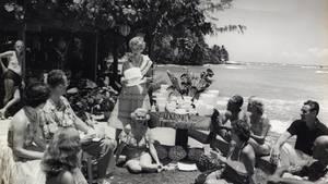 Wise perfektionierte den Kult um die Haushaltsboxen. Hier bei einer Tupper-Party am Stand von Hawaii.