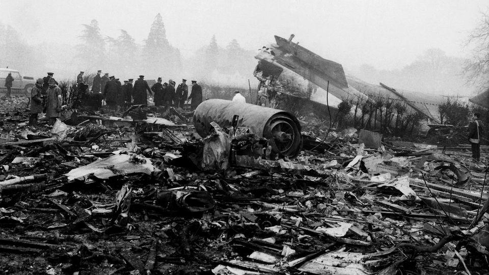 Einesvon vielen Unglücken:Reste einer Boeing 727 der Ariana Airline, die im Nebel kurz vor der Landung inLondon-Gatwick im Januar 1969 abstürzte