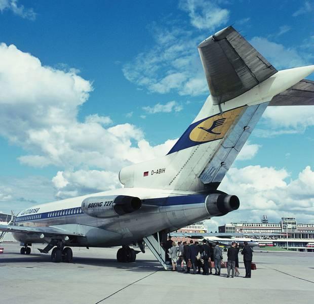 """Zustieg durch die Hecktreppe: Bei Lufthansa wurde die Boeing 727 """"Europajet"""" genannt. Die Maschinen waren bei der Fluglinie von 1964 bis 1992 im Einsatz."""