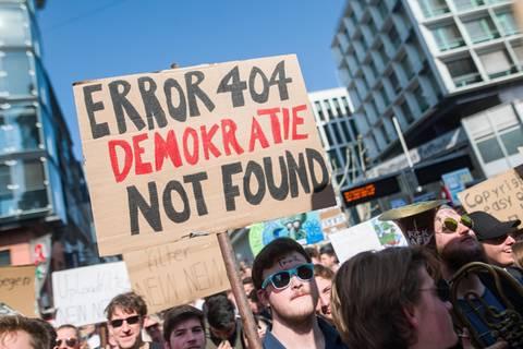 Abstimmung im EU-Parlament: Finale im Streit ums Urheberrecht: Kommt Artikel 13? Und was bedeutet das eigentlich?