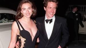 """Liz Hurley und Hugh Grant 1994 bei der Premiere von """"Vier Hochzeiten und ein Todesfall"""""""
