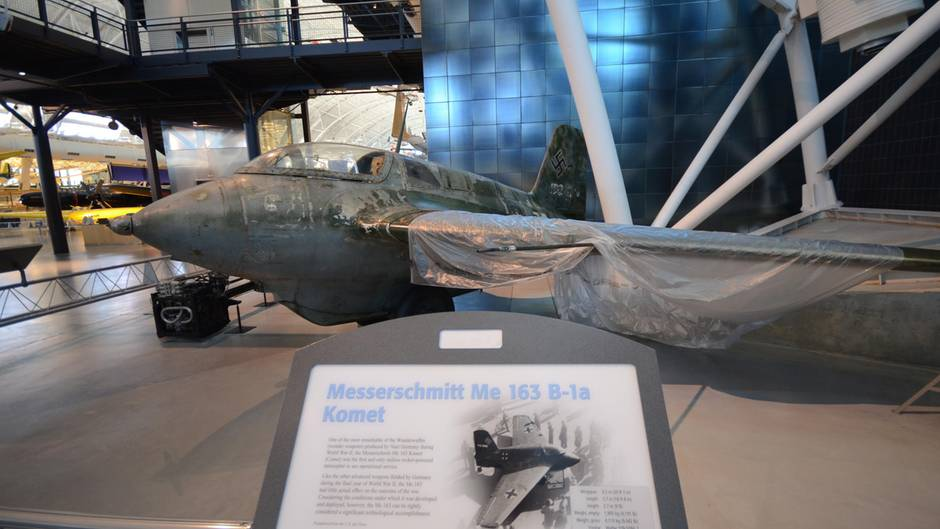 Im Steven Udvar-Házy Center desNational Air and Space Museum steht ein weiteres Exemplar der Me 163.
