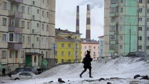 Diewohl deprimierendste Stadt der Welt:Norilsk, imhöchsten Norden Russlands wareinst ein Gulag. Hier werden ohne Rücksicht auf Verluste Metalle gefördert.Luft und Regen sind verpestet.