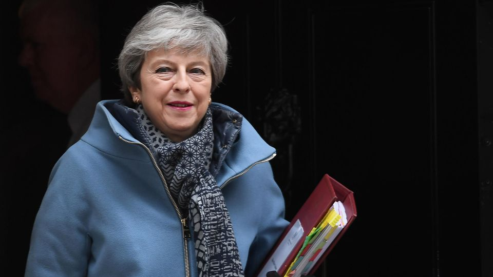 Im Ringen um einen geordneten EU-Austritt ihres Landes hat Theresa May ihren Rücktritt angeboten