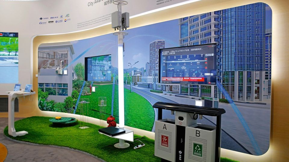 Im Showroom zeigt der Konzern gern seine Technik für die smarte Stadt