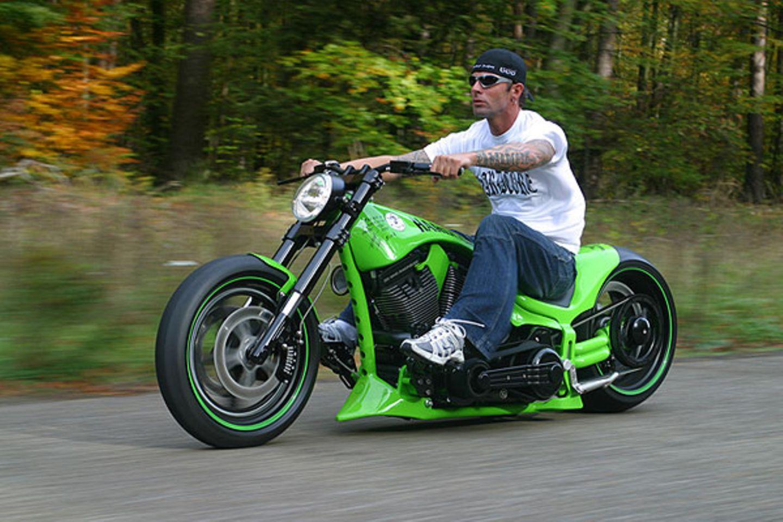 """Das grüne """"Viva lasVegas"""" Bike schaffte es als erstes Bike auf die Titelseite eines US- Magazins. Marcus hat die Baureihe seiner früh verstorbenen Mutter gewidmet"""