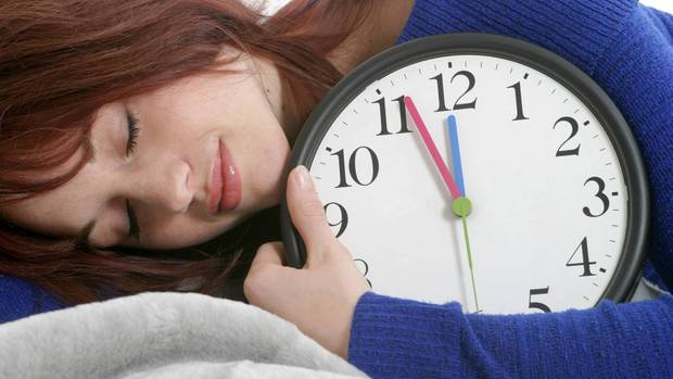 Müde wegen der Zeitumstellung? Richtig ist:Menschen brauchen das blaue Licht der Sonnenstrahlung, um wach zu werden