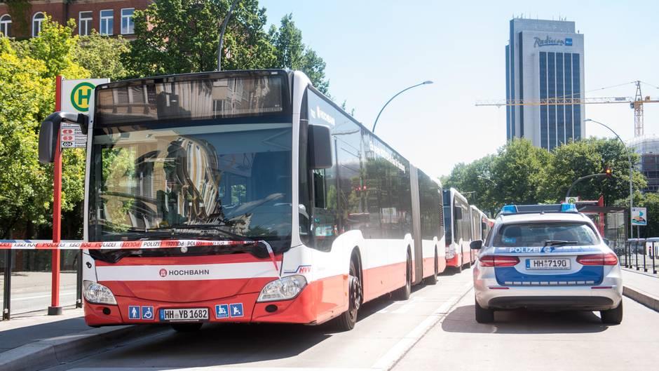 In Hamburg ist ein Linienbus in Brand geraten (Symbolbild)