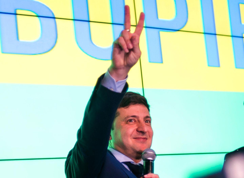 Wladimir Selenski erzielte im ersten Wahlgang der ukrainischen Präisentenwahlen 30,2 Prozent. Gelernter Politiker ist der 41-Jährige jedoch keiner. Selenski ist in seinem Heimatland ein bekannter Comedian und TV-Star. Nun muss Selenski in die Stichwahl und hat ernstzunehmende Chancen aufs Präsidentenamt.