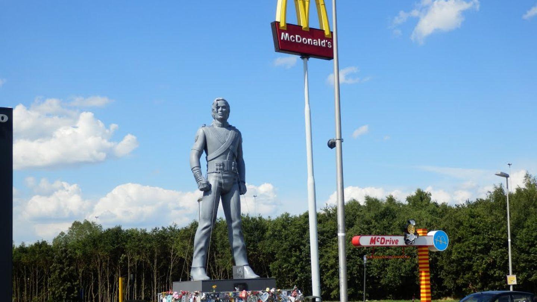 Das Michael-Jackson-Standbild im niederländischen Best