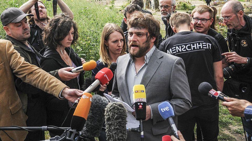 Stefan Pelzer 2015 bei einer Aktion des Zentrum für politische Schönheit